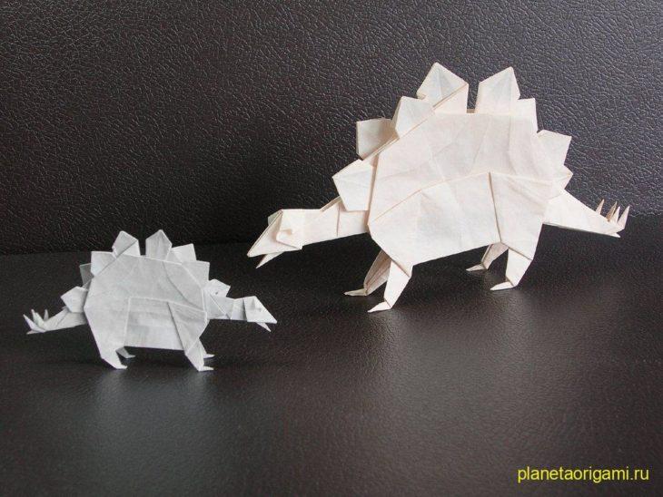 Стегозавр из бумаги по схеме John Montroll