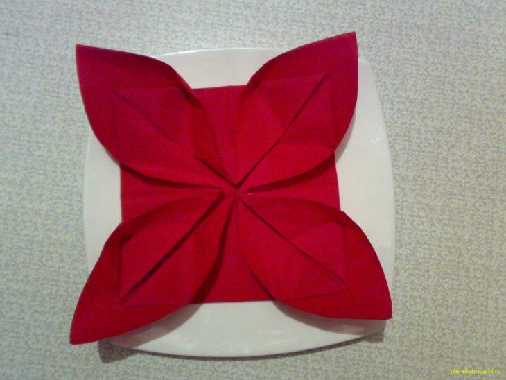 Как красиво складывать бумажные салфетки своими руками?