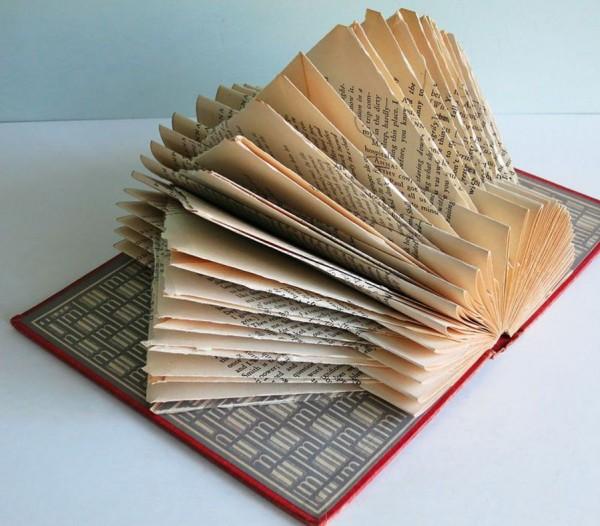 Старые книги как материал для создания оригами
