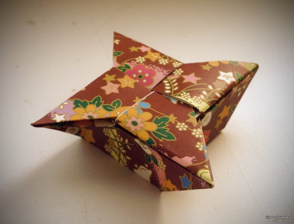 Коробочка санбо оригами.