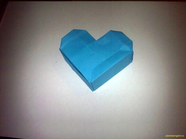 Коробочка-сердечко по схеме Akiko Yamanashi