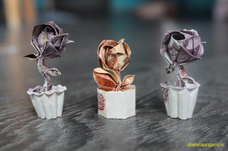 Роза в горшочке по схеме Sơn Mèo Hoang Ướt Mưa