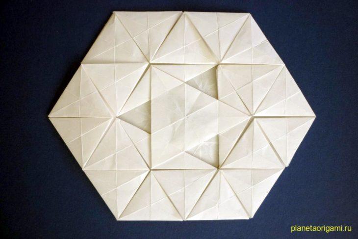 Оригами тесселяция Трифилия (Triphilia) по схеме Робина Шольца (Robin Scholz)