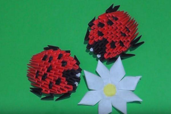 Оригами божья коровка из модулей по схеме Артура Вершигоры