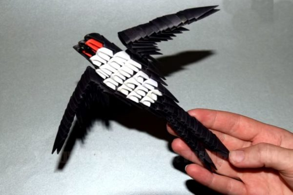 Оригами 3D ласточка из треугольных модулей