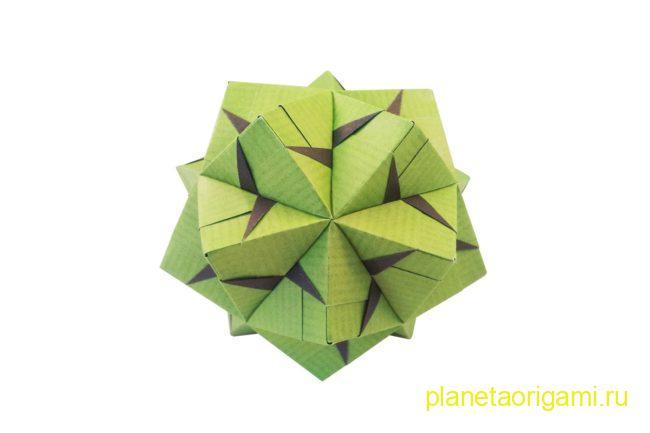Оригами кусудама по схеме Марии Синайской из бумаги зеленого и коричневого цветов