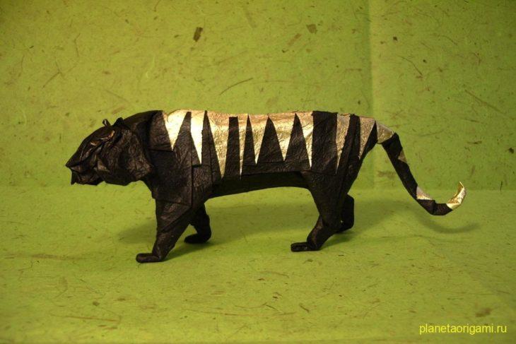 Оригами тигр по схеме Хидео Коматсу (Hideo Komatsu)