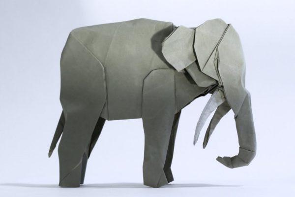 Оригами азиатский слон из бумаги серого цвета