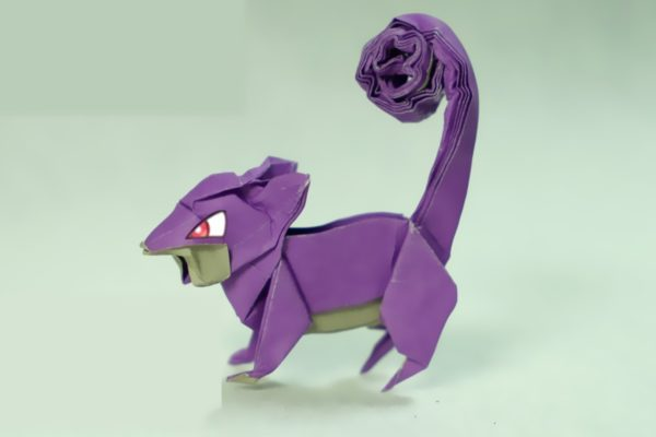 Оригами покемон Раттата из бумаги фиолетового и серого цвета
