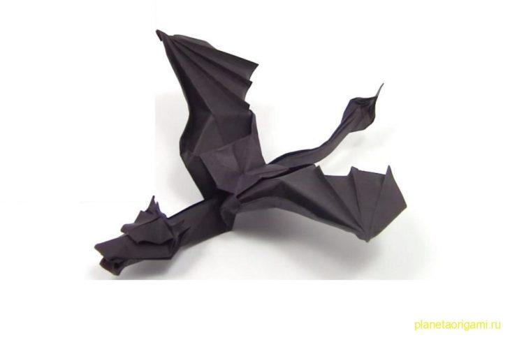 Оригами дракон Эндер из бумаги черного цвета