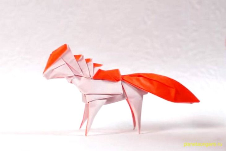 Оригами покемон Понита из бумаги красного и белого цвета