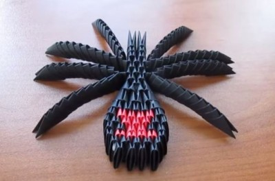 Паук Черная вдова из треугольных модулей