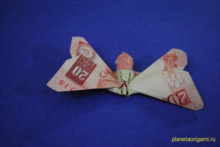 бабочка из денег