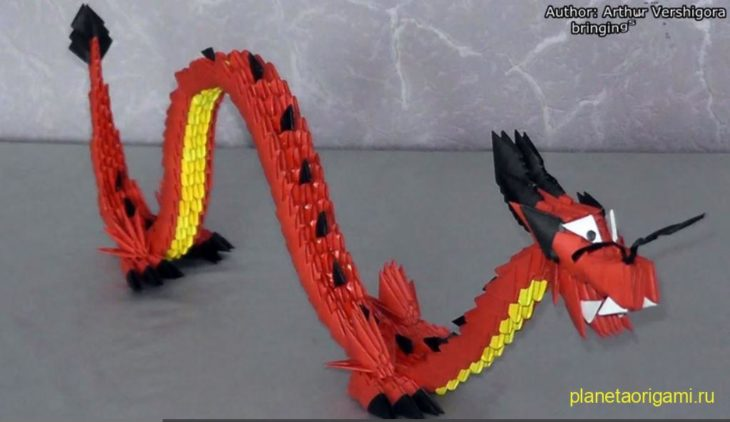Китайский дракон из бумаги