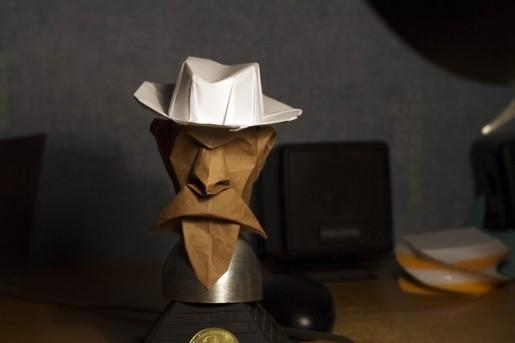бумажная голова человека