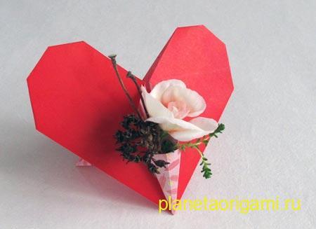 Бумажное сердце с мини-букетом
