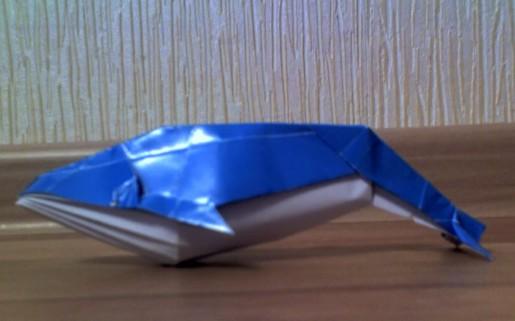 бумажный синий кит