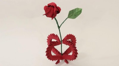ваза с цветком на 8 марта
