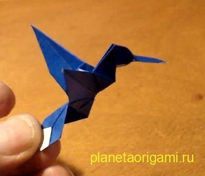 Летающая оригами птица