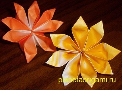 Бумажный 8-лепестковый цветок