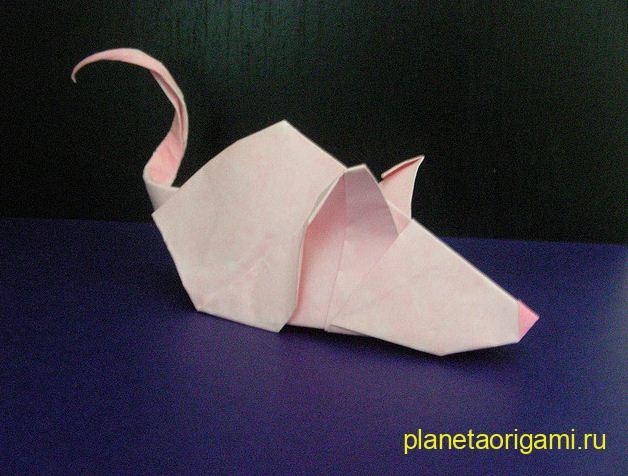 Маленькая мышка из бумаги