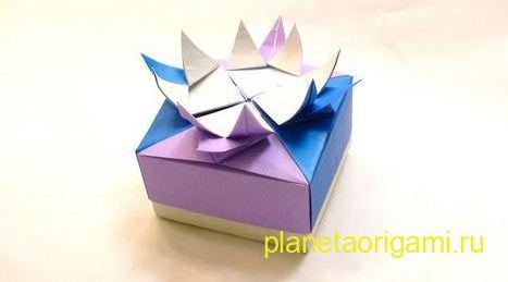 Праздничная коробочка из бумаги