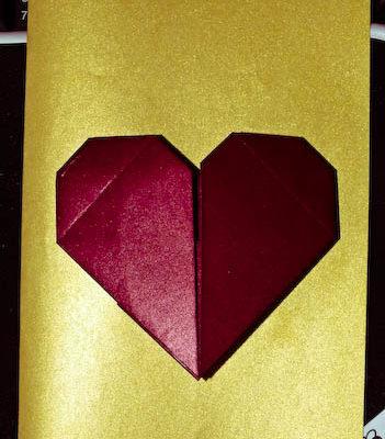 Открытка с сердечком из бумаги