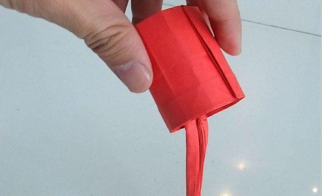 льющаяся краска из бумаги