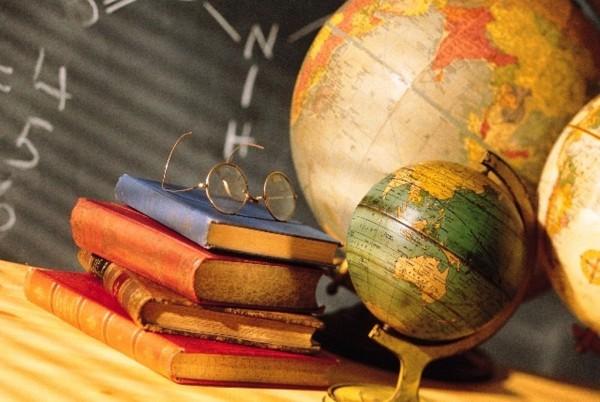 Глобус с книгами