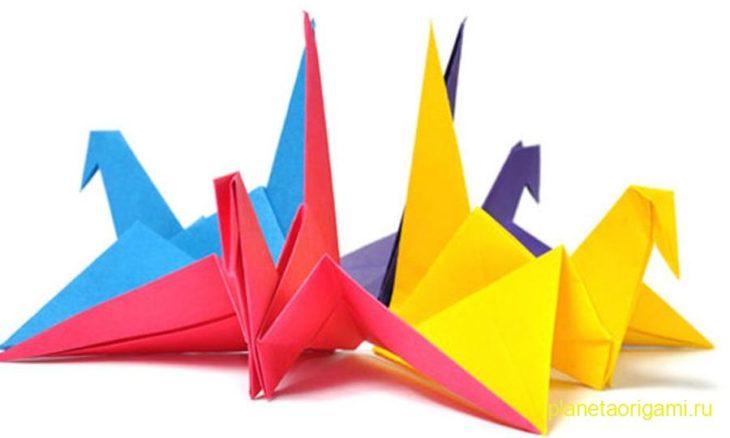 Разноцветные оригами журавли