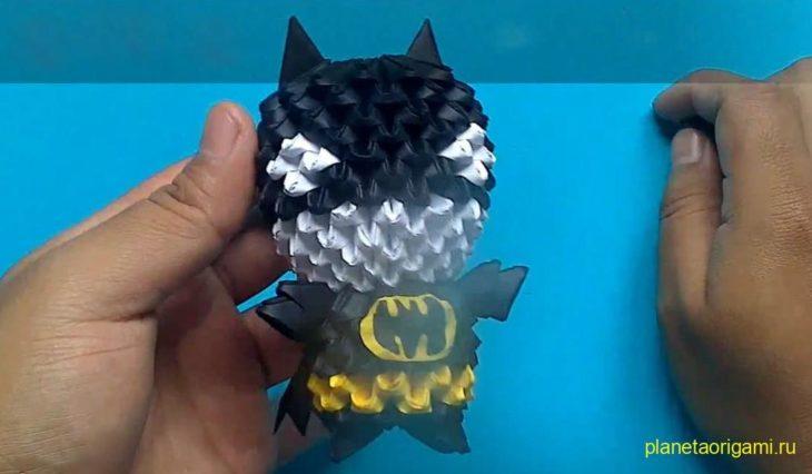 Оригами Мини Бэтмен из треугольных модулей