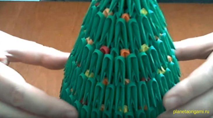 Новогодняя ёлка из треугольных модулей