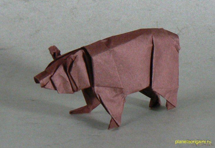 Медведь из бумаги по схеме John Montroll