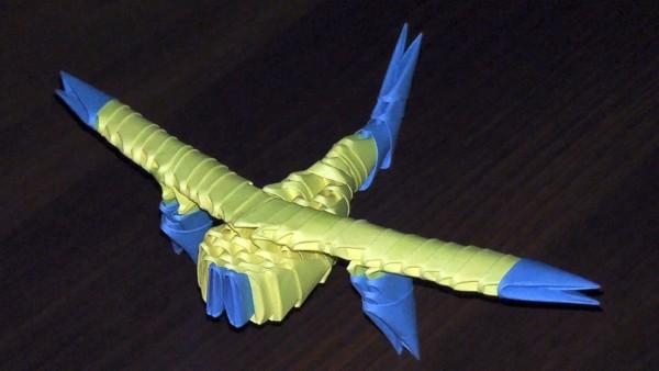 Самолет из треугольных модулей
