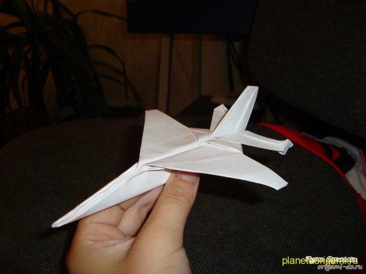 Реактивный истребитель F16 по схеме Tadashi Mori