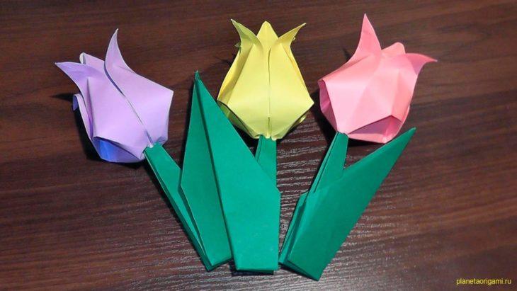 Тюльпан из бумаги в вазе
