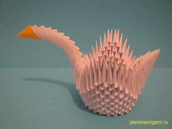 Лебедь из треугольных модулей, видео схема оригами