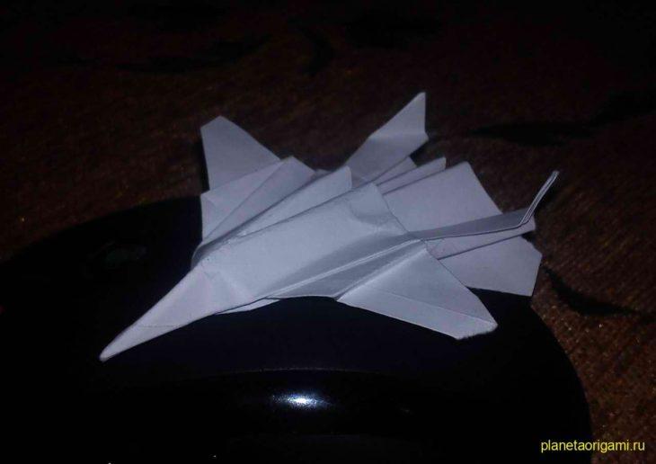 Истребитель F-18 «Шершень» из бумаги