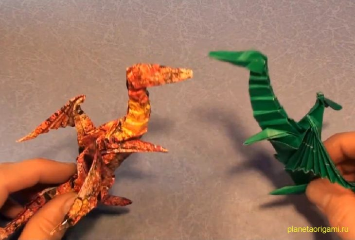 Тираннозавр из бумаги по схеме Макото Ямагучи