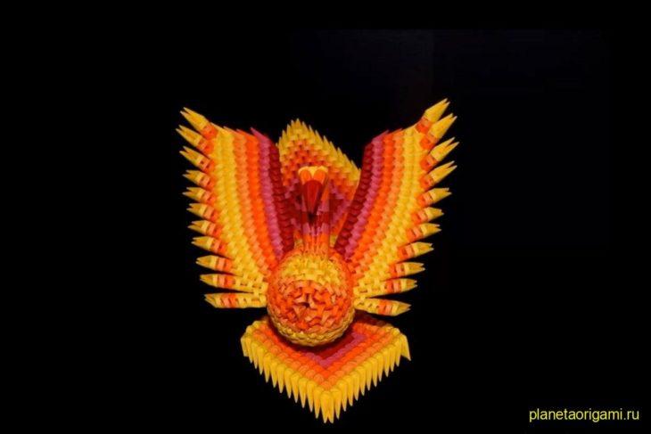 Оригами феникс из треугольных модулей