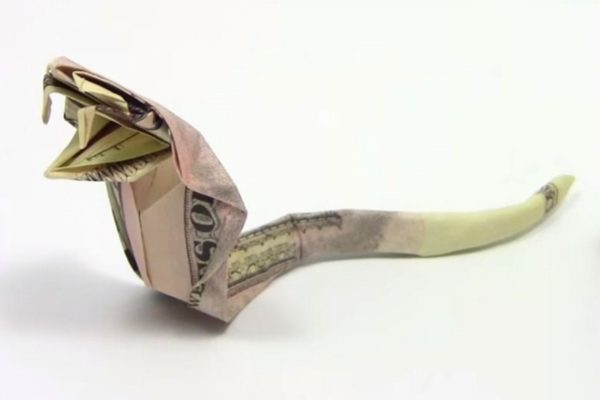 Оригами кобра из доллара