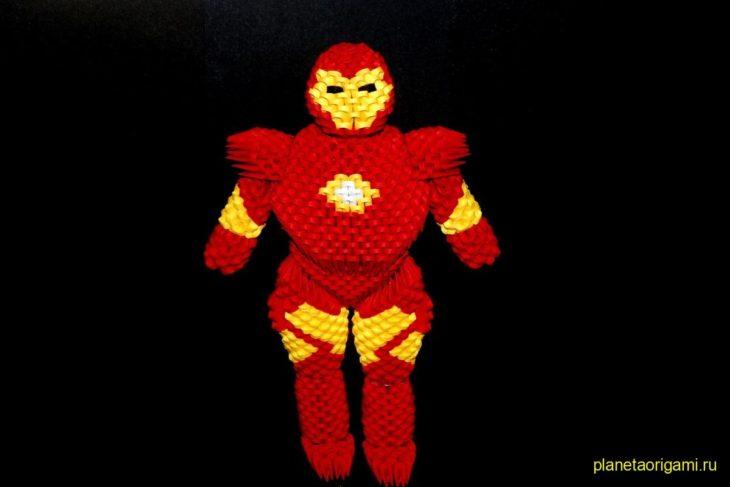 Оригами Iron Man из треугольных модулей
