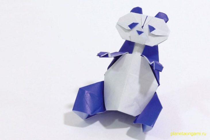 Оригами панда из бумаги бело-синего цвета