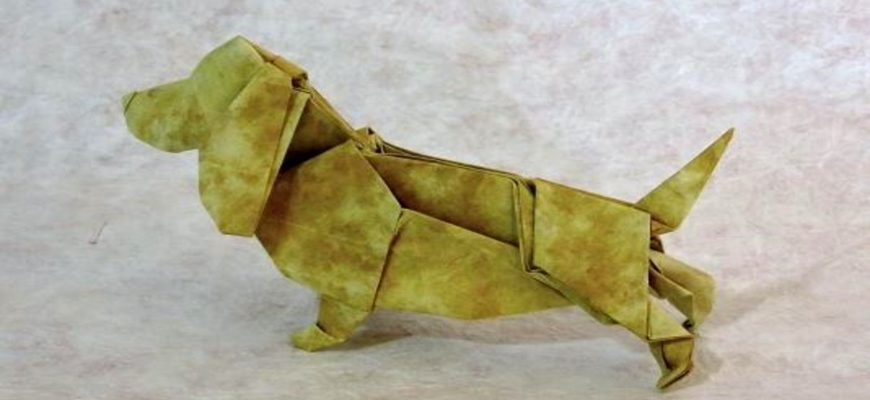Оригами собака бассет-хаунд из жёлто-коричневой бумаги