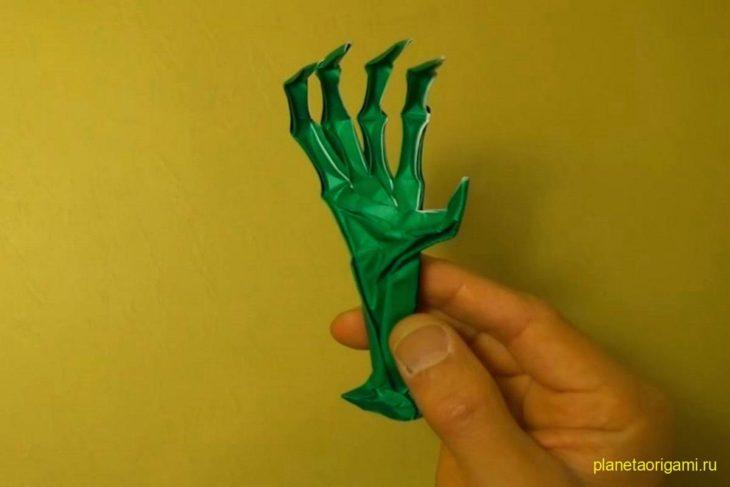Оригами страшная рука с когтями по схеме Джереми Шейфера (Jeremy Shafer)