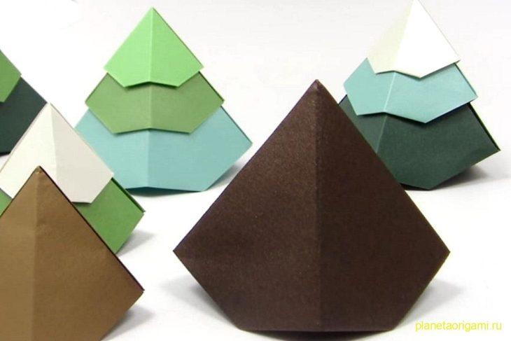Простая оригами елка-новогодняя игрушка