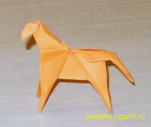 бумажная лошадка по схеме Ching-Yu Hung